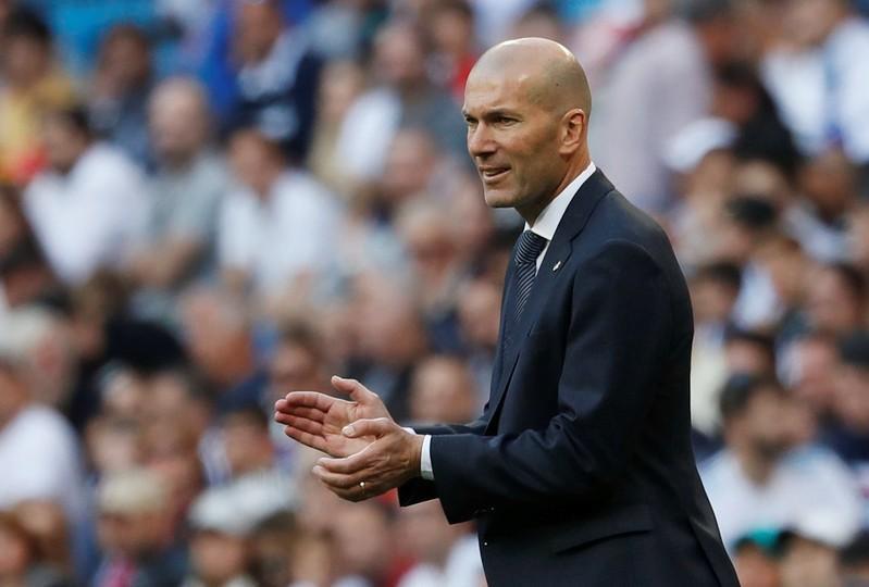 زيدان يطالب ريال مدريد بالتعاقد مع الجزائري حُسام عوّار
